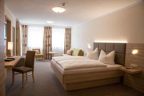 juniorsuite_hotel_strasshof.jpg